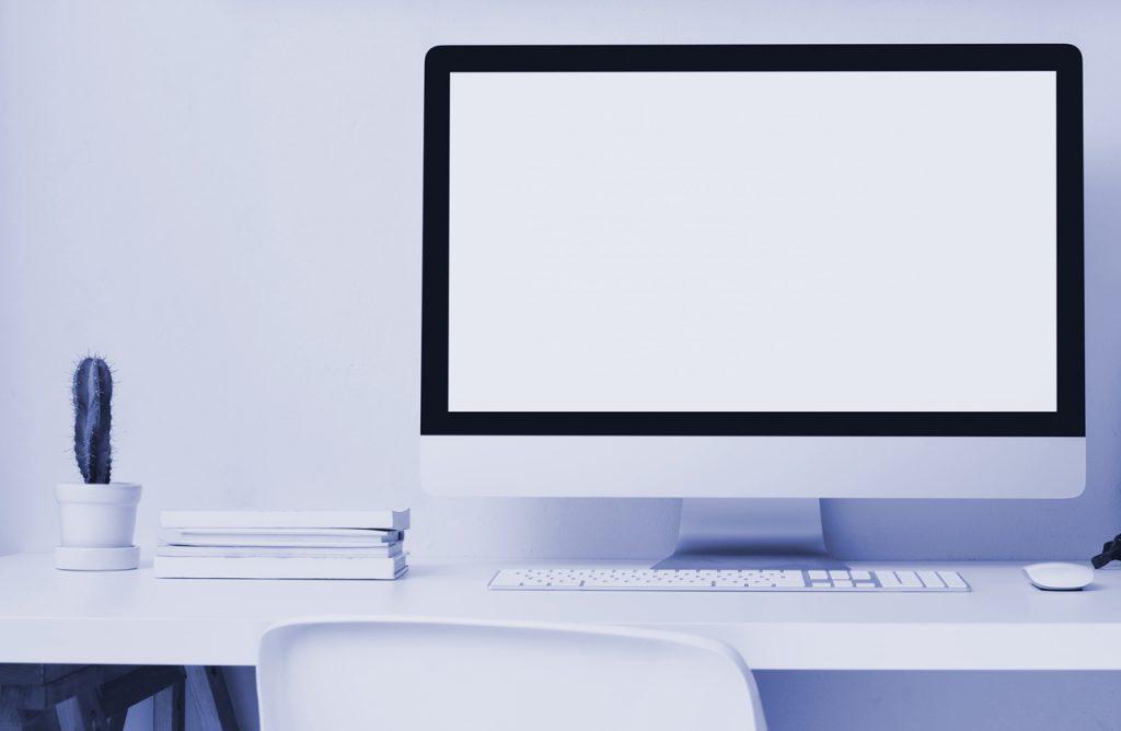Symbolbild für Lead Nurturing Marketing Automation: Bildschirm mit Tastatur auf Schreibtisch