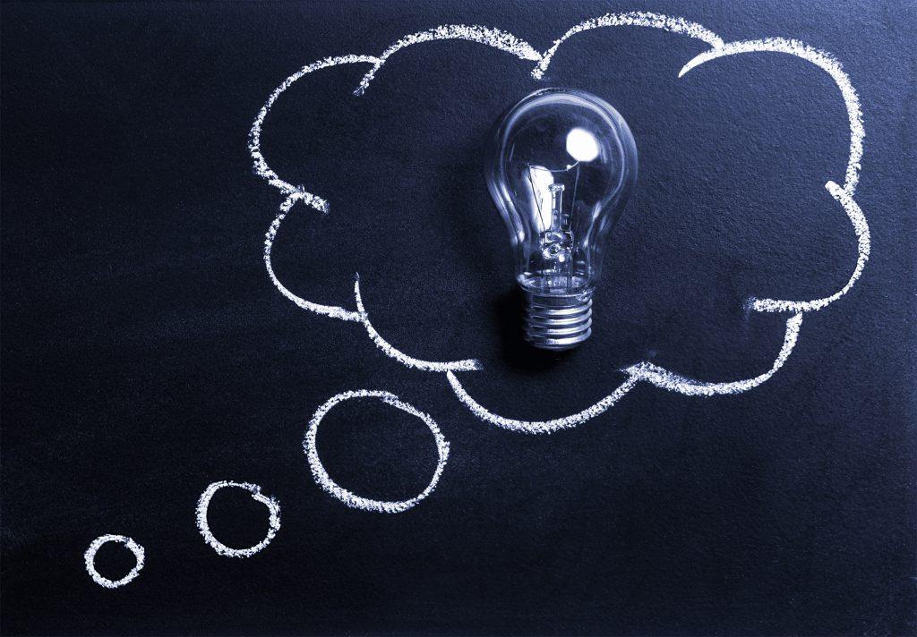 Symbolbild für B2B Intent-Marketing: Glühbirne in einer Gedankenblase